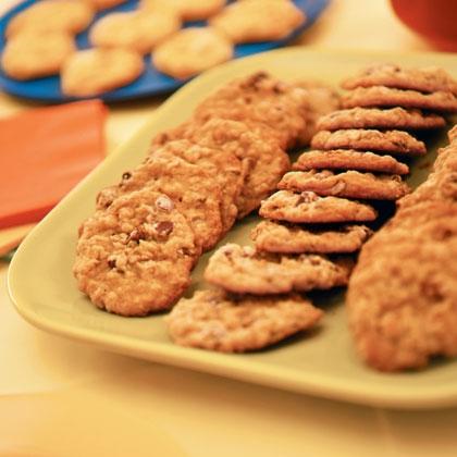 chocolate-chip-oatmeal-cookies-recipe