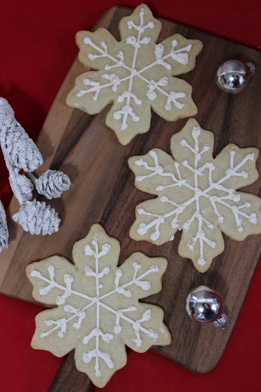 white snowflake cookies main